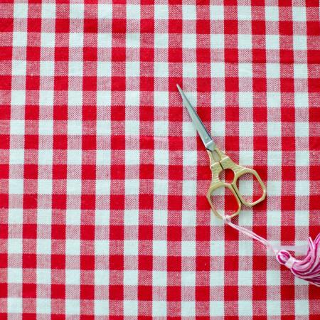 Toile de coton tissé teint Vichy Rouge et Blanc à carreau de 1 cm